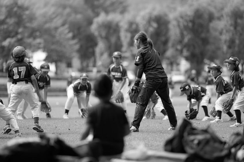 Capture The Moment Teamwork Blackandwhite Monochrome Real People Large Group Of People One Woman Only Kids Sports Photography Softball Group Of People Depth Of Field Light And Shadow Uzu St. People Fine Art Photography Getting Inspired Snapshots Of Life Outdoors Full Frame Detail Sony A7RII Sigma EyeEm Best Shots 17_10 EyeEmNewHere Second Acts Black And White Friday