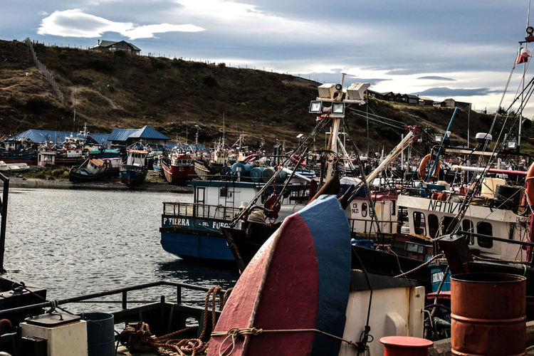 Temporada de descanso Fishing Fishing Boat Austral Patagonia Water Nautical Vessel Harbor Sea Moored Beach Tall Ship Yachting Mast Sailboat Marina Motorboat Bay Dock