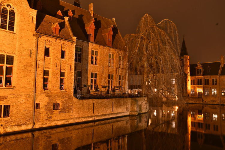 Visiting Brugge Brugge Brugge, Belgium Langzeitbelichtung Long Exposure Reflection Watersideview Building Exterior Architecture Built Structure Night Illuminated Building City No People Residential District Window Old Outdoors Nature Water Canal Street History The Past