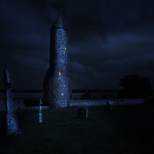 ´The magic tower Clonmacnoise Ireland Beauty In Nature Cloud - Sky Gravestone Illuminated Mage Magic Memorial Mystery Nature Night No People Outdoors Sky Storm Cloud Tower Tranquility Water HUAWEI Photo Award: After Dark