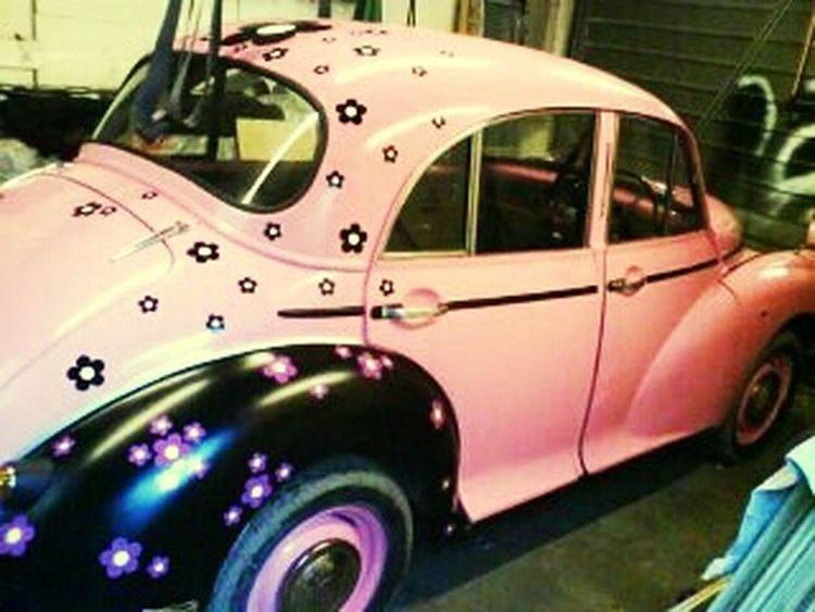 Pink Flower Classic Cars Morris Minor 1000 1100cc Pink Flower 🌸 Classic Car Morris Minor Car Porn Morrisminor Classic British Cars