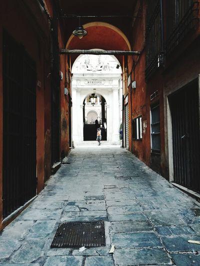 Vicoli Genova Genova ♥ Italy Italia IT Oldtown Oldcity Vicoli Morning People Old Buildings Oldstreet