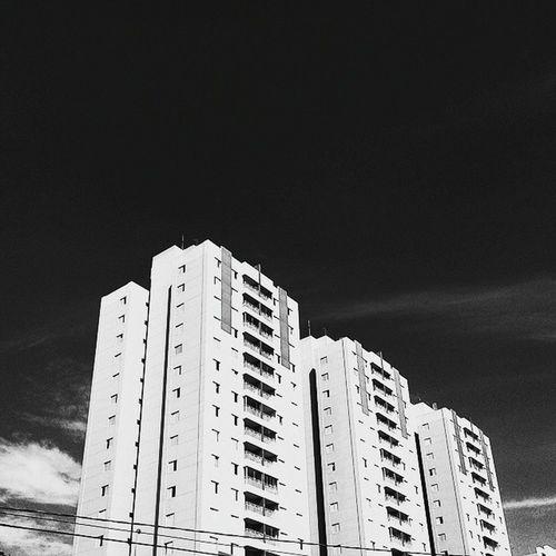 O céu é o limite 🌅 Photograph Céu SP Prédio  Blackandwhite Pretoebranco Sky Picture Boanoite