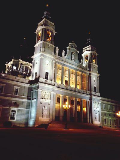 Caminando de noche por Madrid
