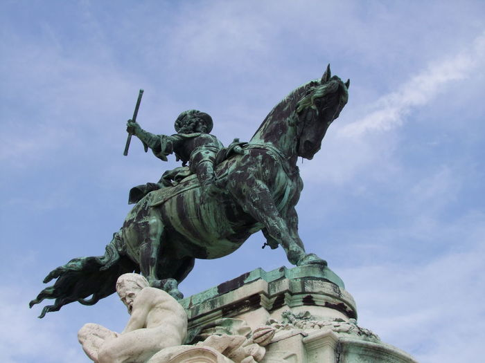 Prince Eugene of Savoy Commemorating the Battle of Zenta 1697, Royal Palace (sculpture Jozsef Rona 1900) Budapest Castle Hill Composition Eugene Of Savoy Hungary Tourist Attraction  Animal Representation Blue Sky Bronze Sculpture Bronze Statue Capital City Close Up Commémoration History Horse Human Representation Low Angle View Male Likeness Monument No People Outdoor Photography Riding High Sculpture Statue Travel Destination