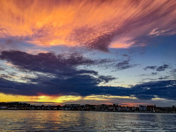 Sommergefühle Sunset Sky Cloud - Sky Dramatic Sky Beauty In Nature Scenics Nature Water Outdoors No People Built Structure Building Exterior Architecture Sea Silhouette Waterfront City Day