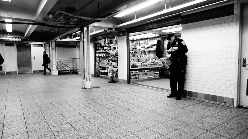 Black & White Blackandwhite Blancetnoir Blancoynegro Cop NY NYC Photography Nycalive