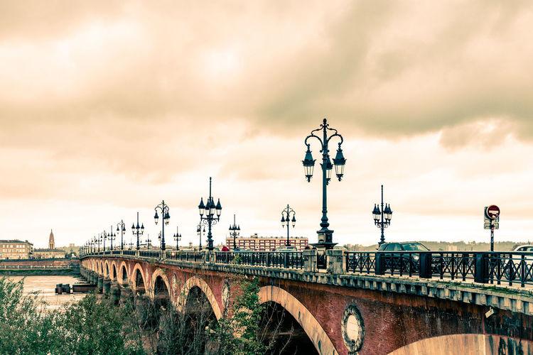 Pont de pierre over river
