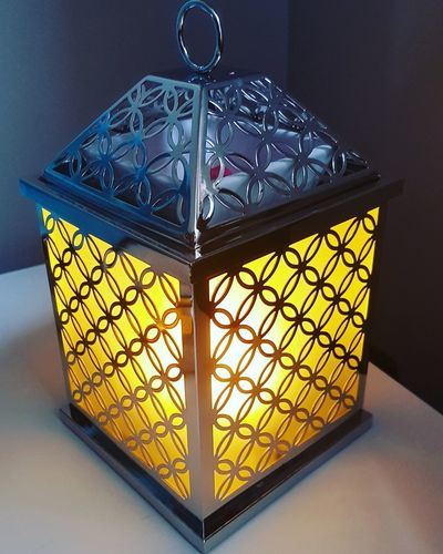 Candle Partylite Yellow Luxury Close-up Skylight Hexagon Geometric Shape Square Shape Cupola Quality