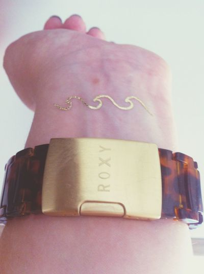 Life is a wave, just ride it and enjoy Temporary Tattoo Wave Gold Mylittlebox Roxy