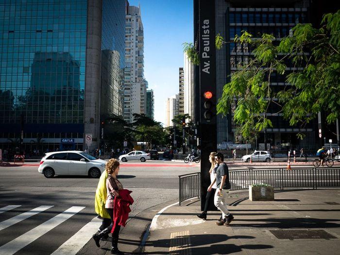 São Paulo, Brasil. 2015. ©Gustavo Mondrago ©La Calle Foto Lacallefoto Streetssaopaulo Latinstreetphoto Latinstreetcollective Streetphotographers Streetphotography Av Paulista Colorstreet (null)Lumixg3