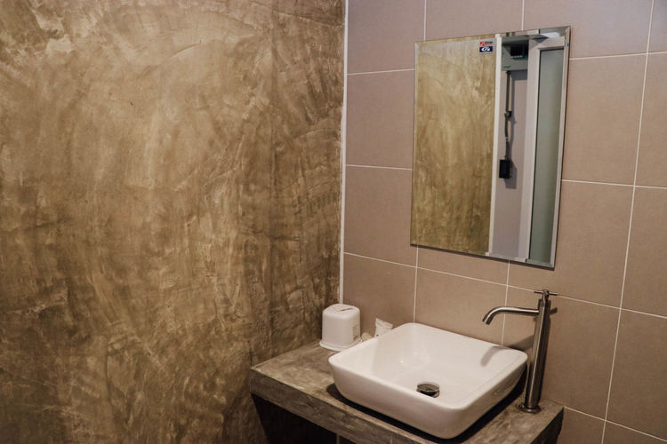 Bathroom Bathtub Day Disinfection Domestic Bathroom Domestic Room Elégance Freshness Home Interior Home Showcase Interior Horizontal House Household Fixture Hygiene Indoors  Luxury Modern Nature No People Quality Residential Building Shower Spa Tile Toilet Bowl