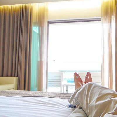 It's a Lazysunday today. Let's relax today. Hotelroom Sundayfun Sundayafternoon Versagram Statigram Igersvienna Igersaustria Relaxing Chilling Yourtime Hotel LivingLife Dailydose Liveyourdream In Cruise Resort
