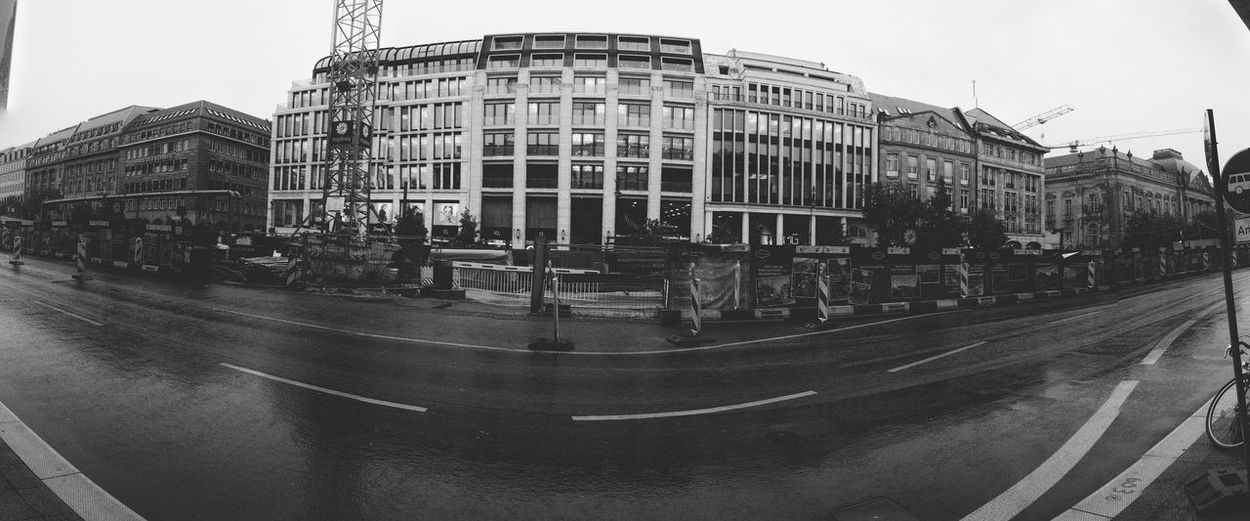 Construction Site Architecture Black & White Road Marking City Street Panorama Wide City Life Office Building Black And White Road Showers Rainy RainyDay Noir Wetstreets Building Exterior Built Structure Street Photography Berlin Blackandwhite Huaweiphotography Huawei Nexus6P