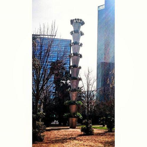 Columna de testos. / Column pots. Column Pots Architecture Urban Park Barcelona Catalonia City Jean Nouvel Poblenou Centre Pastel Power