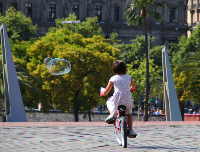 Bubbles'n'bikes on a sunny day Barcelona BCNfoto Portvell Portvellbarcelona Hanging Out Taking Photos Relaxing Enjoying Life Streetphoto Street Life Street Photography Streetphotography Chilling Out Canonphotography CanonEOS650D Eyem Gallery EyeEmBestPics Showcase: January Sunnyday Bike Ride Little Girl Bubbles The Purist (no Edit, No Filter) Celebrate Your Ride