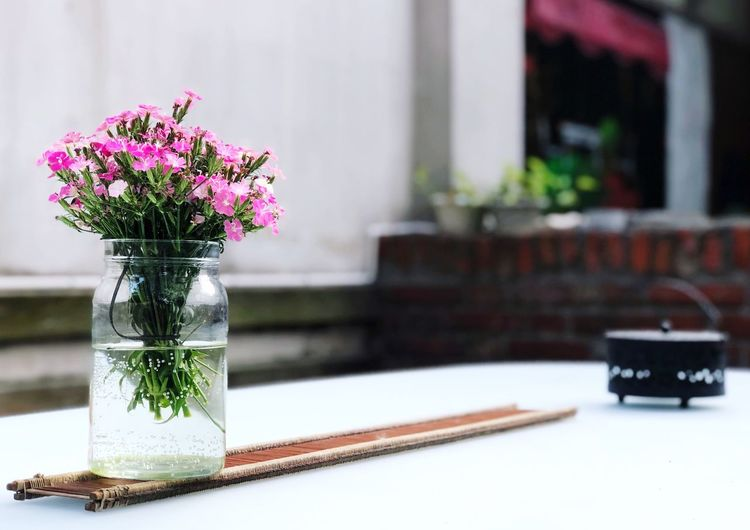 Table Flowering Plant Plant Flower Focus On Foreground Indoors  No People Vase Glass - Material Freshness Nature Close-up Still Life Container Transparent Fragility Beauty In Nature Vulnerability  Jar Flower Arrangement
