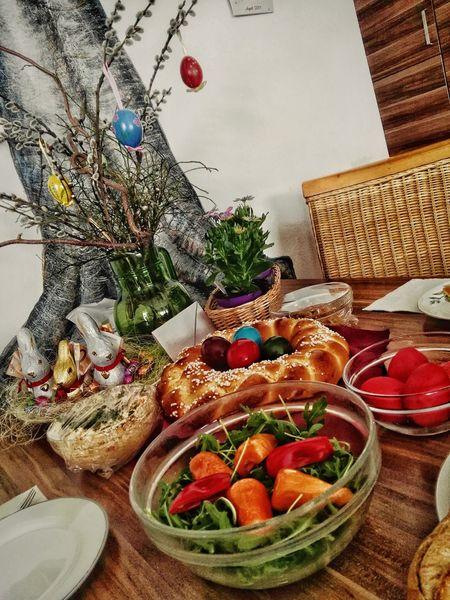 Osterjausn, Painted Tree , April 2017 Ostern 2017 Ostern Jause Jausen Reich Gedeckt Gedeckter Tisch : Ostereier Basket Osterkranz NR Food Stories