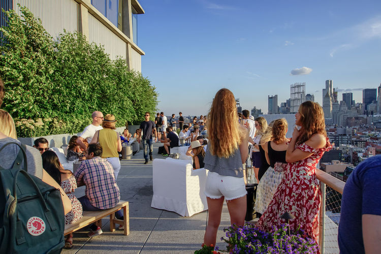 rooftop Having Fun NYC Photography NYC NYC Skyline Sky Skyline Rooftop Bar Drinking Hanging Out New York City Life Lifestyles Youths Street Photography Skyscraper Summer Summertime Happiness Friendship Young Women Social Gathering Togetherness Women Men City Crowd Bonding Enjoyment Dancing The Street Photographer - 2019 EyeEm Awards