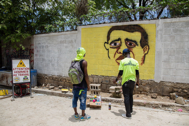 Graffiti in Haïti is both a means of protest and artistic expression Art And Craft Street Art Outdoors Artist Thephotooftheday Everedayhaiti Thephotosociety Everydayeverywhere The Street Photographer - 2017 EyeEm Awards Protestation