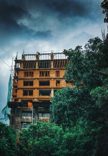 A constructed building with green leaves and some clouds. Naturescape Naturalbangladesh Photography Photographyislife Photoofday AwesomeDay Cloud Cloud - Sky Cloudscape Autumn Autumn Sky Cloudy Cityscape Landscape_photography Tree Sky Architecture Office Building Residential Structure Building Tall - High Skyscraper