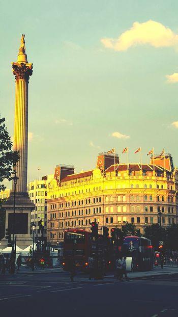 London Sunshine Sunset Trafalgar Square Trafalgarsquare Nelson's Column Column Flags Union Jack Double Decker Double Decker Bus City Life City Urban Lifestyle Bus Busy