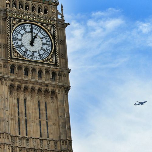 It's time to go ✈ Fly Bigben Clock Sky Clouds Skyporn Urbanphotography Urbanexploration Explore Londra London Orologio Time Tempo Aereo Escape Dreaming Travel Viaggio ILoveLondon Thames Westminster