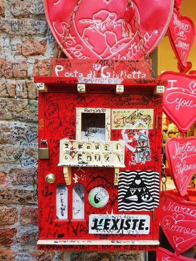 Giulietta Red Text No People Close-up Outdoors Day juliet Juliet's House Italy