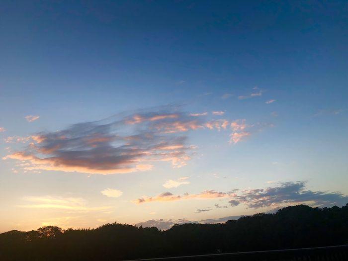 お疲れ様でした。 おつかれさま 夕暮れ時 夕焼け Iphone8 Sky Sunset