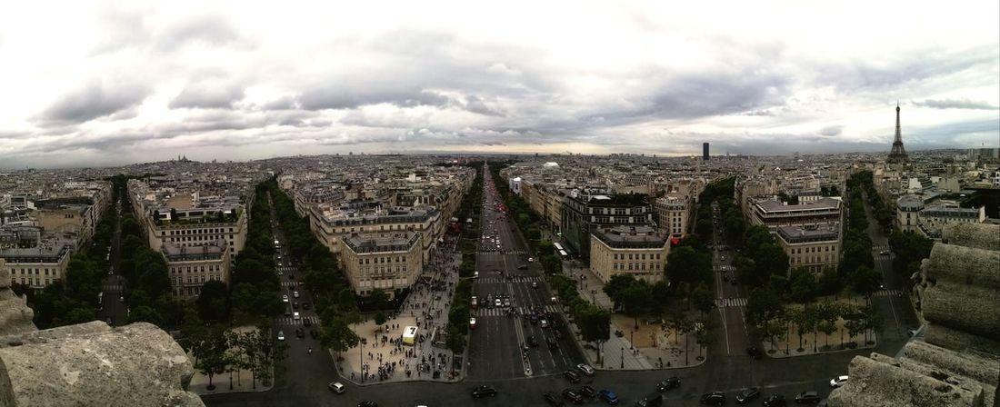 Vue panoramique des Champs-Elysées France 🇫🇷 Paris ❤ Champs-Élysées  Arc De Triomphe De L'Étoile Panoramic Photography Voitures Plus Belle Avenue Du Monde Honor 8