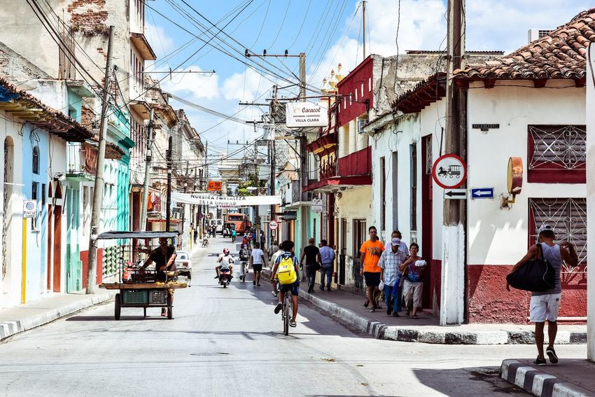 Building Exterior Architecture Built Structure Day Outdoors Store Men Women Real People Sky Large Group Of People City Adult Adults Only People Santa Clara Cuba Cuba The Street Photographer - 2017 EyeEm Awards