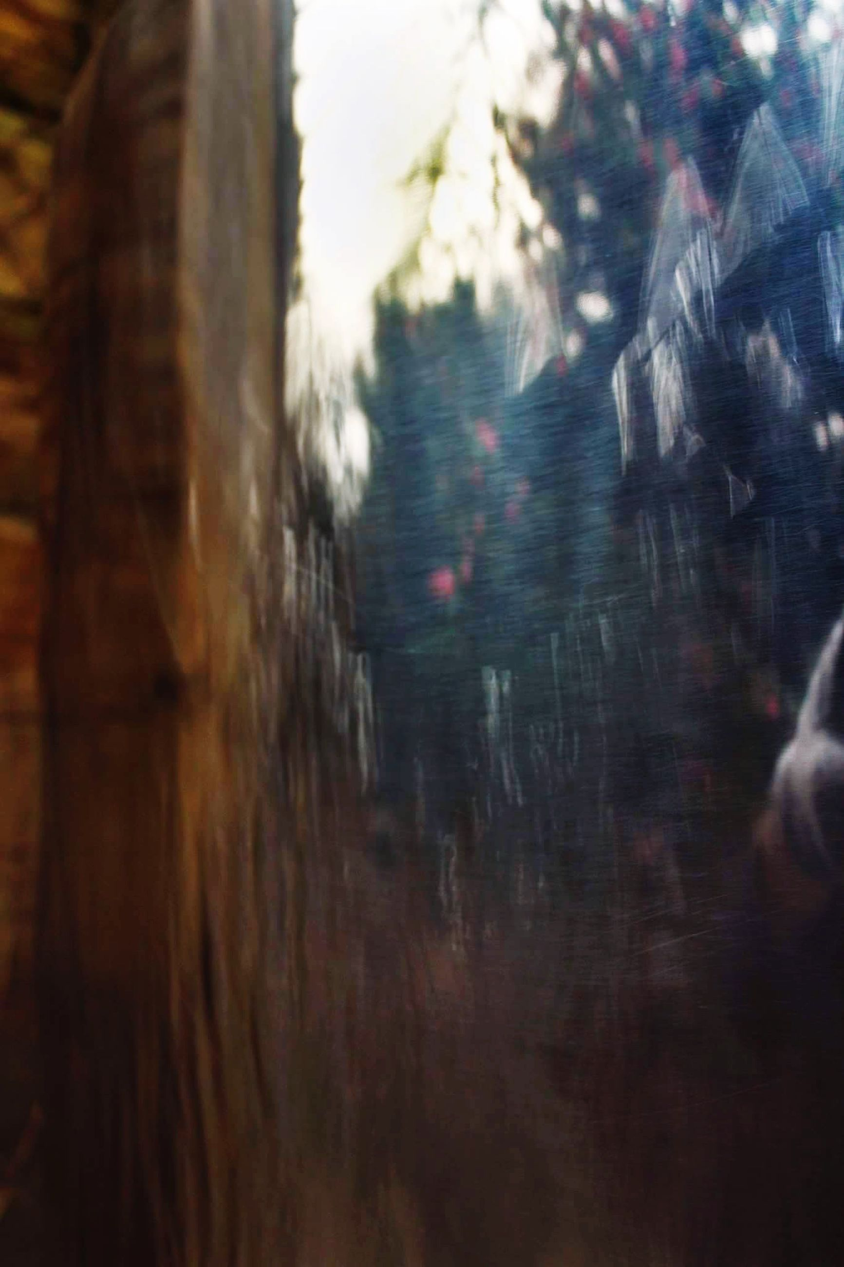 defocused, blurred motion, blurred, lens flare, outdoors, day, history, no people