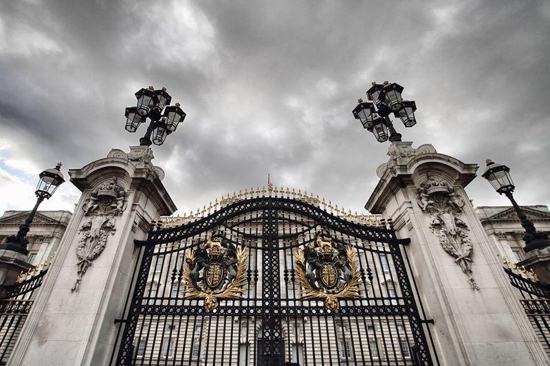 Gate Gate Buckingham Palace London LONDON❤ City Sky And Clouds Sky Clouds