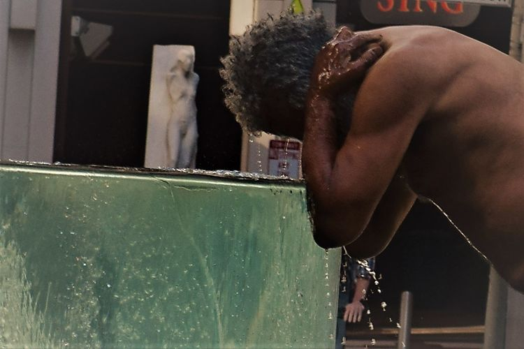 Bathing San Francisco Summertime Amateurphotography Homelessness  Nikonphotography One Person Outdoors Public Fountain Streetphotography Water