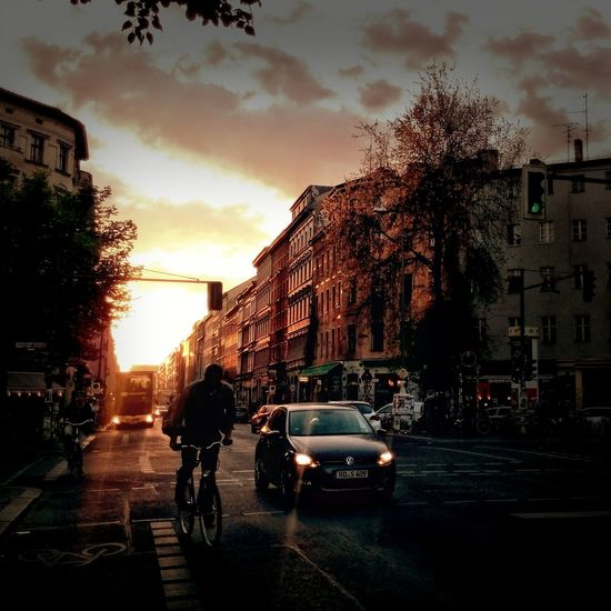 Enjoying Life while Having A Sundowner and taking a Streetphoto_color