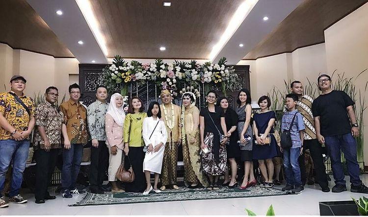 Tomo & Tini's Wedding Party. Mobile Upload-Me & Friends SMP 41 Friends By ITag Wedding Party By ITag