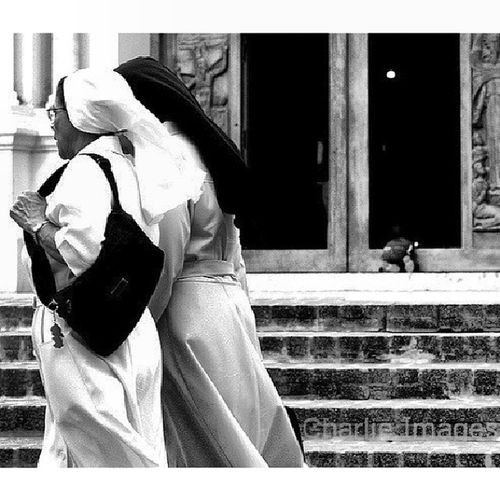 Monjas [Photo / Charlie Images] Streetphoto Photojournalism Santiagord Church cathedral BW @bnw_dominicana q