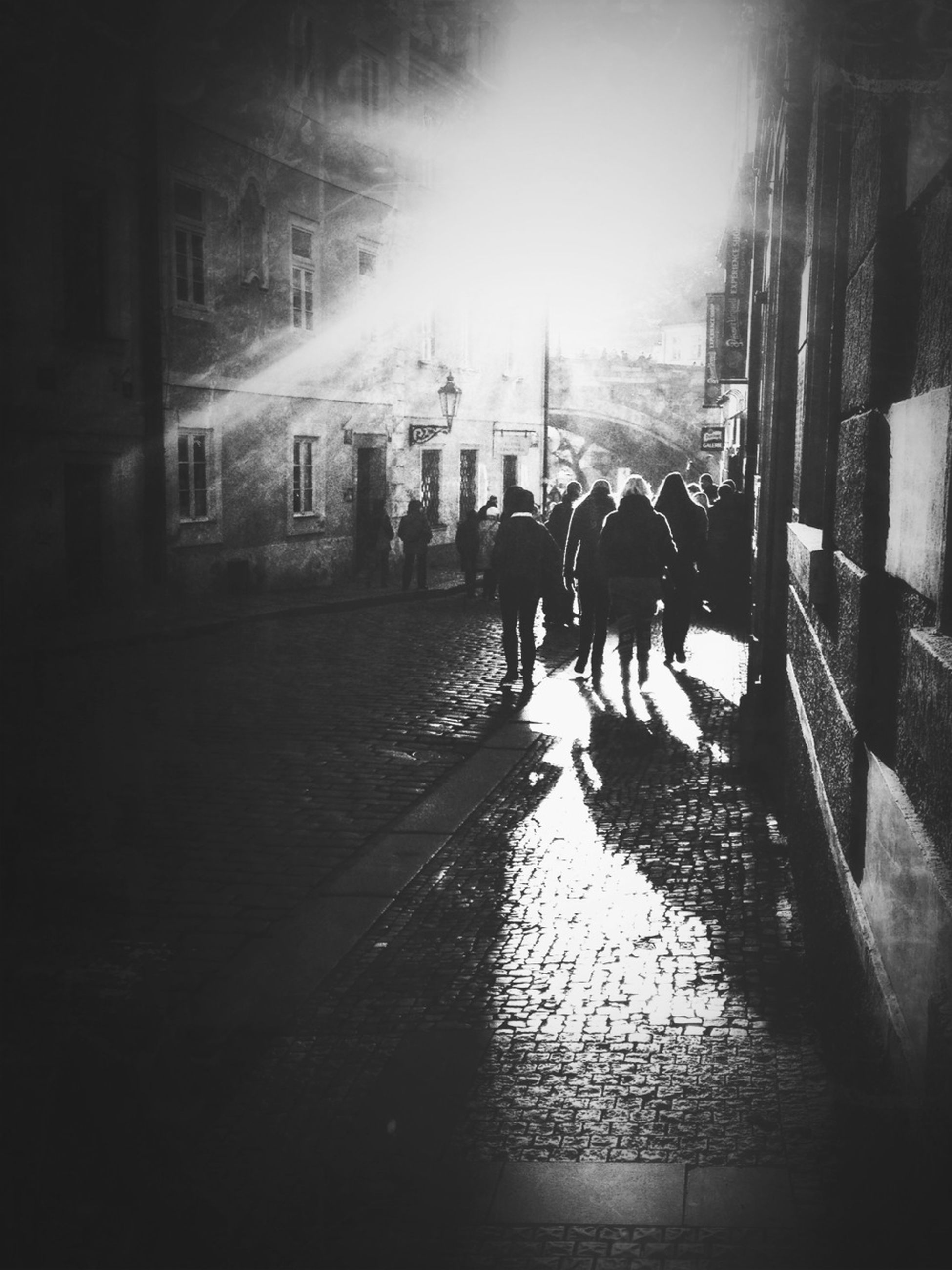 building exterior, men, built structure, architecture, lifestyles, walking, person, street, large group of people, city, leisure activity, medium group of people, city life, silhouette, mixed age range, togetherness, full length, sunlight, sidewalk
