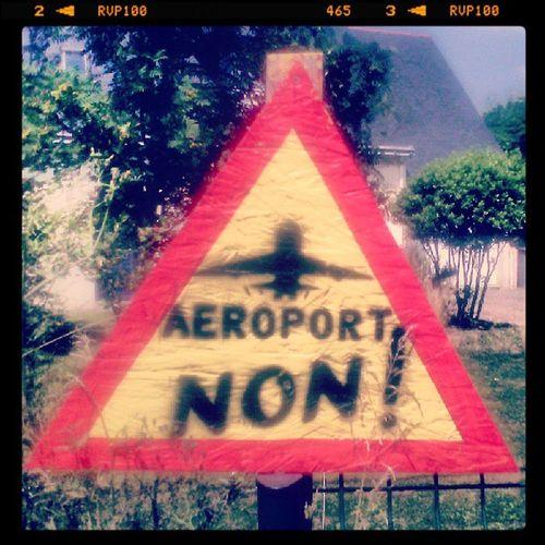 Non à l'aeroport à NDDL Zad /-)