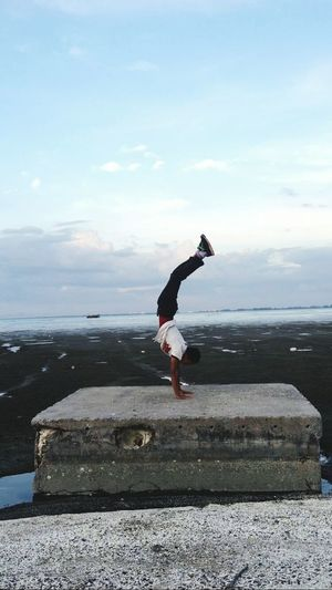 Good morning ! Handstand ♥