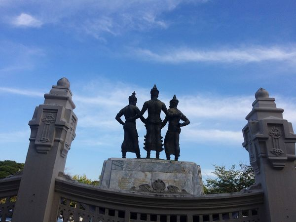 Statue Sculpture Human Representation Art And Craft Male Likeness Architecture Built Structure Sky Low Angle View Building Exterior Outdoors Travel Destinations History Cloud - Sky No People Day City King - Royal Person City Gate Three Kings Parade View From Behind