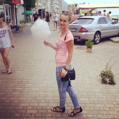 @olezhka_nesterenko_ кормит меня ватой, а я только ЗА ??? вата мирдолжензнатьчтояем гуляем Еда счастливоедитя скоробудубамбулой meal me look walks dailyphoto vscocam vscorussia picoftheday lookoftheday tagsforlikes