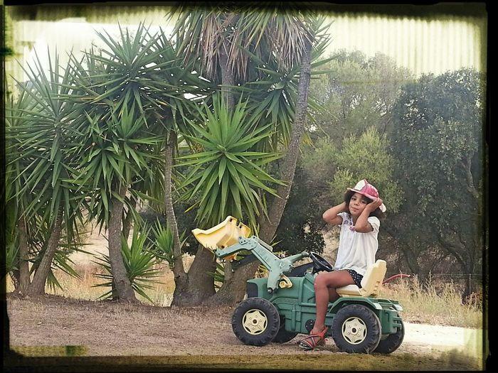 Tractor Jugar ♡♡ Holydays Countrygirl Children Photography Children's Portraits Beautyful Girl