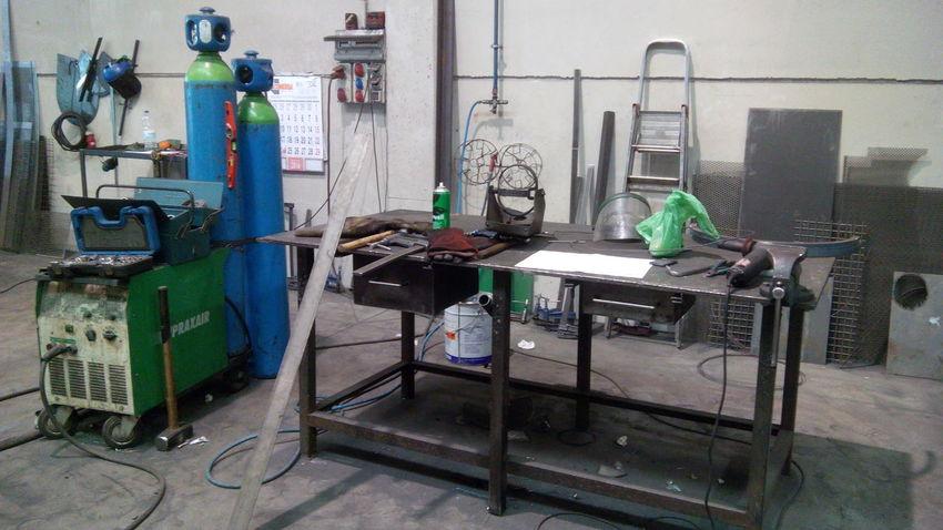 Blacksmith  Gas Bottles Indoors  Inoxidable Iron - Metal Metal Table No People Occupation Office Tools Welder Work