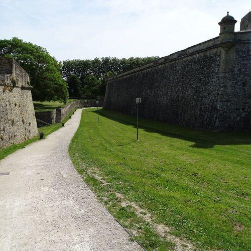 Las murallas de Pamplona desde el Portal de Francia Pamplona, Edificios Públicos, Navarra, Spain, Es History Architecture