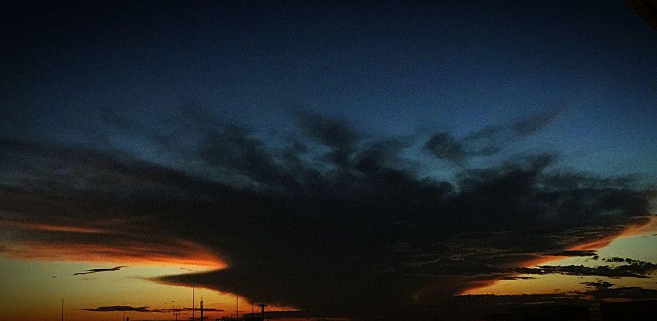 今にも襲いかかってくるような恐ろしい空… Sky Darksky
