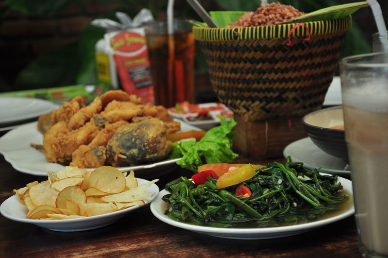 nasi timbel, kangkung, gurame goreng Bandung INDONESIA Bowl Close-up Focus On Foreground Food Food And Drink Freshness Glass Healthy Eating Indoors  Meal Meat No People Plate Ready-to-eat Salad Serving Size Still Life Sundanese Sundanesefood Table Temptation Vegetable Wellbeing