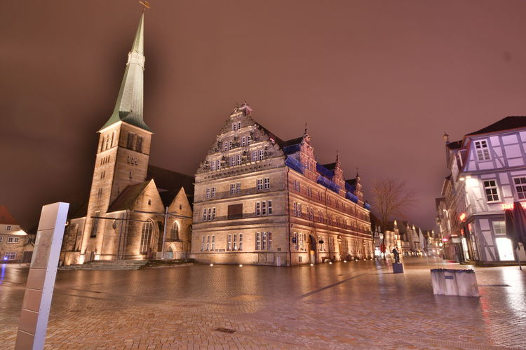 Hameln bei Nacht City Cityscape Hameln Hochzeitshaus Nacht Nightphotography Traveling Architecture Building Exterior Built Structure Bulb Bulbphotography Bulbs City darkness and light Illuminated Langzeitaufnahme Langzeitbelichtung Langzeitbelichtung✔ Marktkirche Night No People Outdoors Sky Travel Destinations Stories From The City