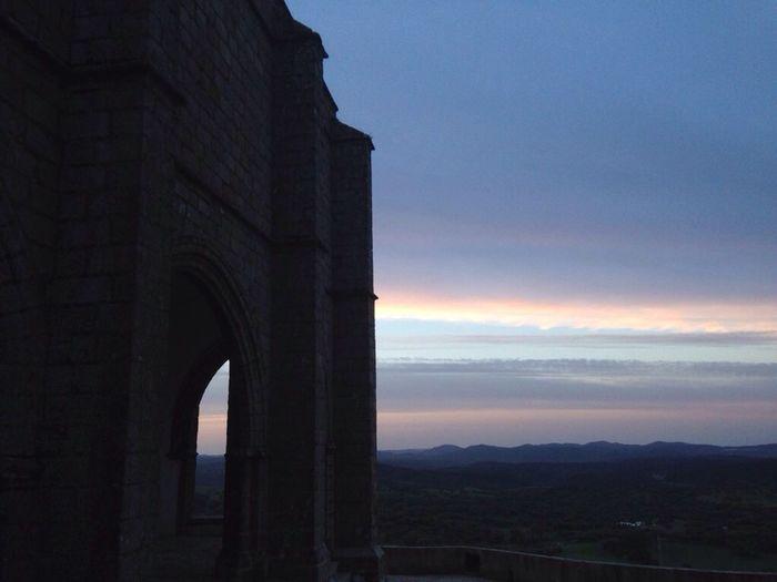 """""""Sólo el que a nada aspira sale ileso al paso del tiempo"""" Esenciadevida Light Castle Destinorural SierradeAracena Huelva"""