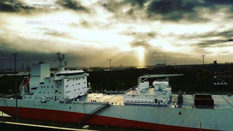 SeaBruges Zeebrugge Portofseabruges Betweentwodocks Tanker Aroomwithaview Skyline